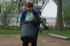 Four Winds Garden Club Spruces Up the Mudd's Grove Grounds April 25, 2018